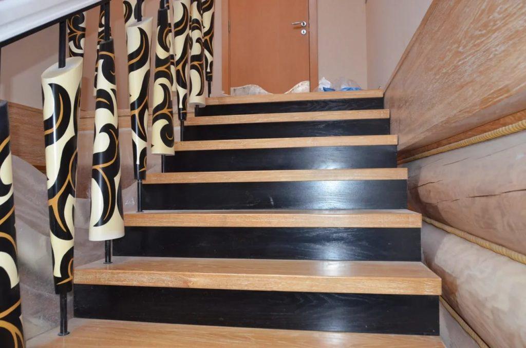 лестницы из дерева для коттеджей