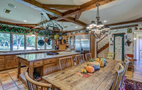 Кухонная мебель из массива